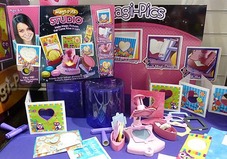 Magi-Pics Toy Studio